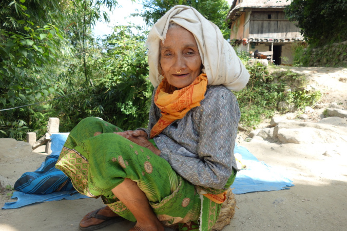 A woman selling fruit as we descended from Taplejung.