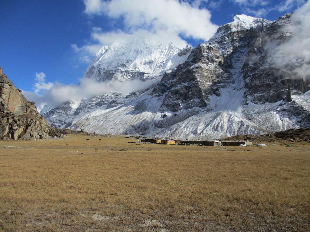 Camping-site-in-kanchenjunga