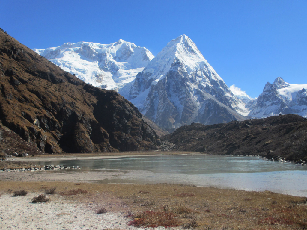 Lake-in-Kanchenjunga