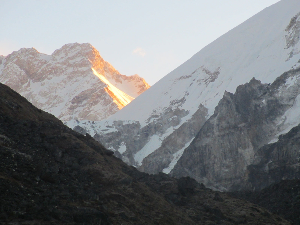 Sunrise-over-kanchenjunga