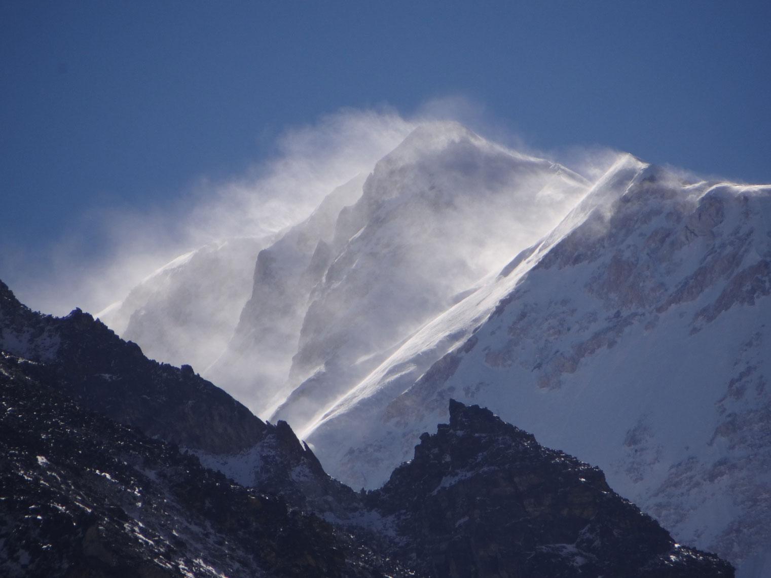 Wind-on-summit-kambachen