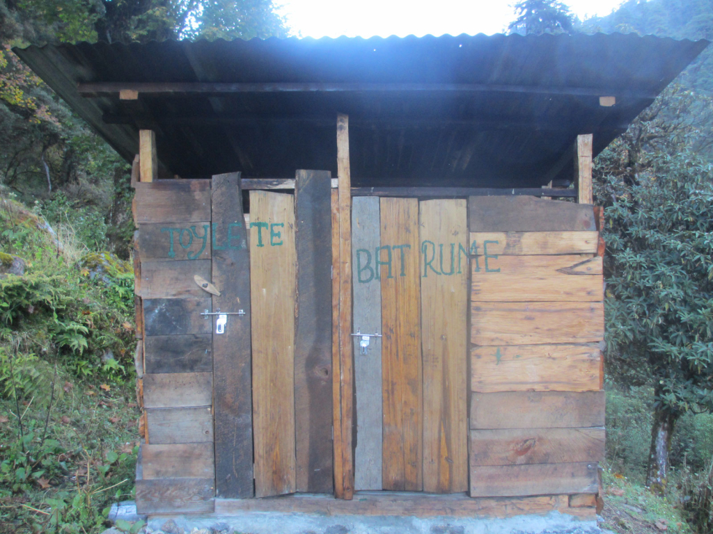 toilet-in-kanchenjunga